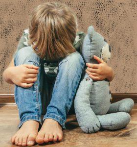 علت وابستگی کودک به عروسک